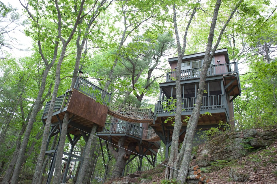 Modern Tree Dwelling w:Water Views+Cedar Hot Tub