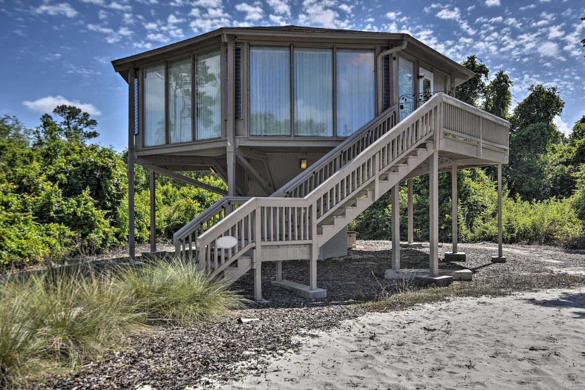 Paris Themed Treehouse Rental in Florida
