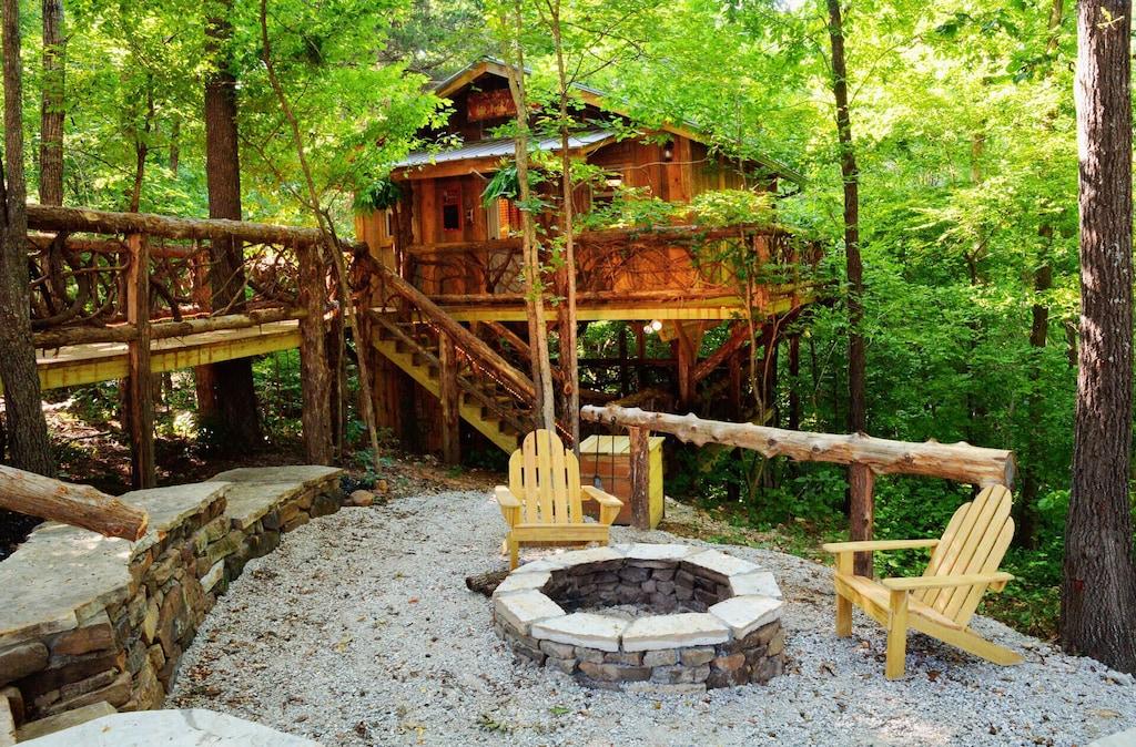 87 Getaway Treehouse Rental