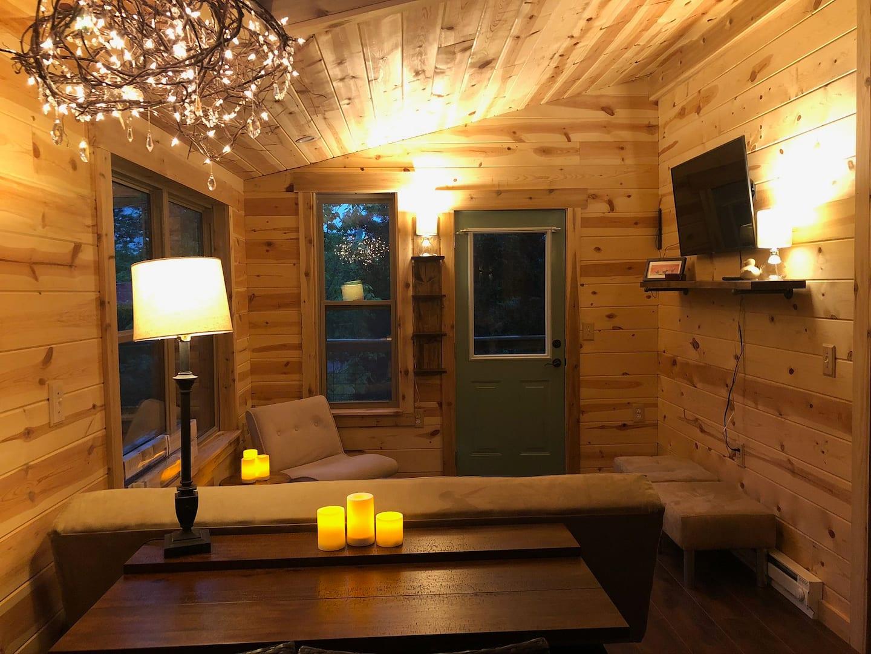 Beautiful Jaybird Treehouse Rental in Illinois
