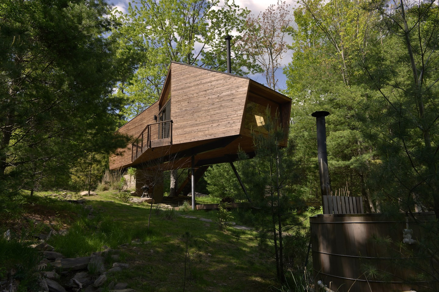 Willow Treehouse - secluded, unique, romanticv