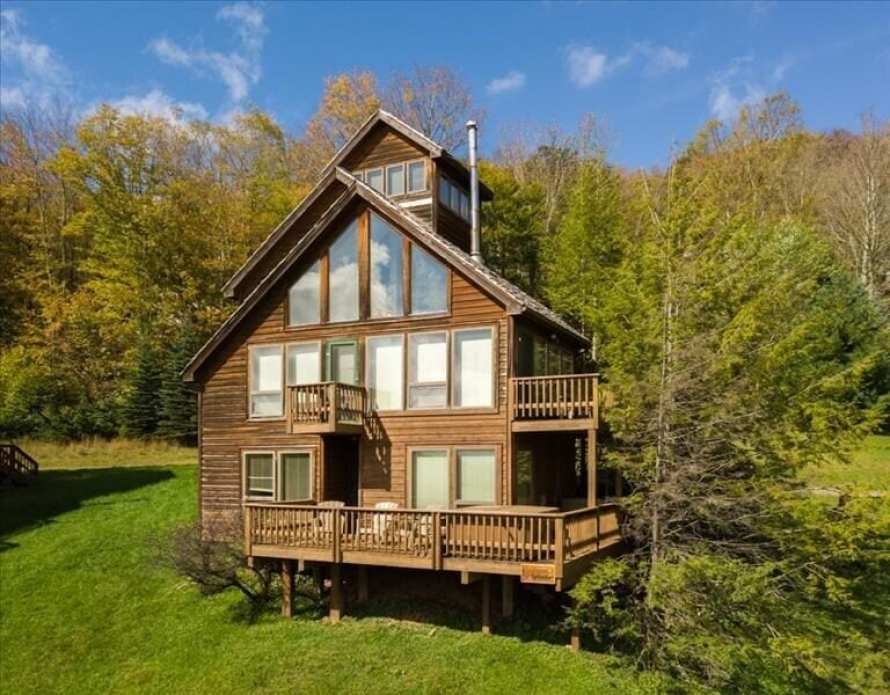 Cool Secluded Mountain Treehouse Rental in West Virginia