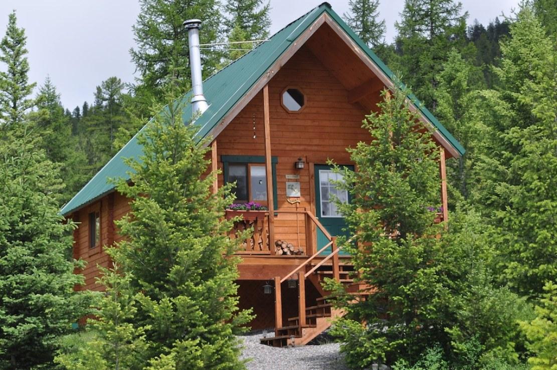 Cozy Cabin Treehouse in Montana