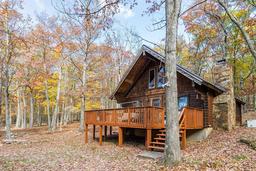 Cozy Cabin Treehouse in West Virginia Mountains