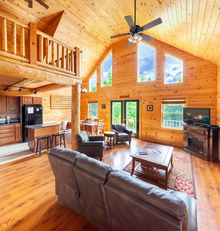 Eagle Hills Cabin Tree house Rental New Hampshire