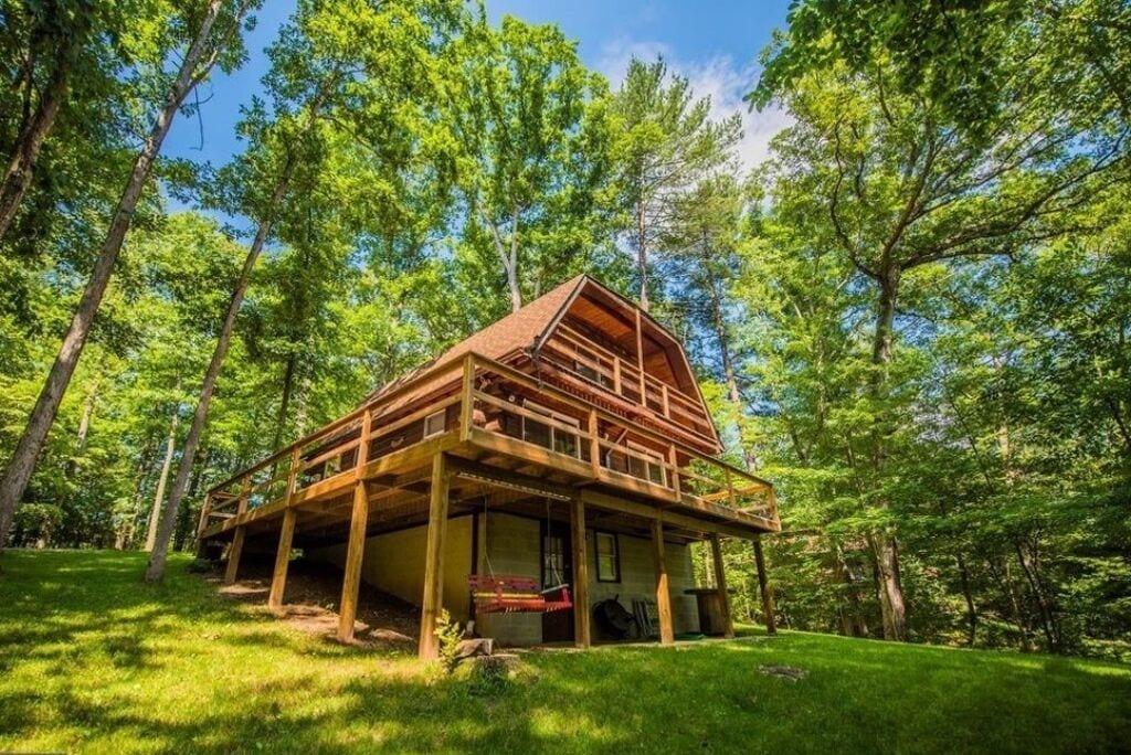 Hidden Gem Tree House Rental With Hot Tub in West Virginia