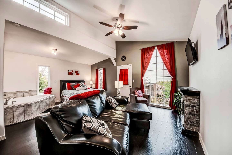 Luxury Treehouse Rental in Oklahoma