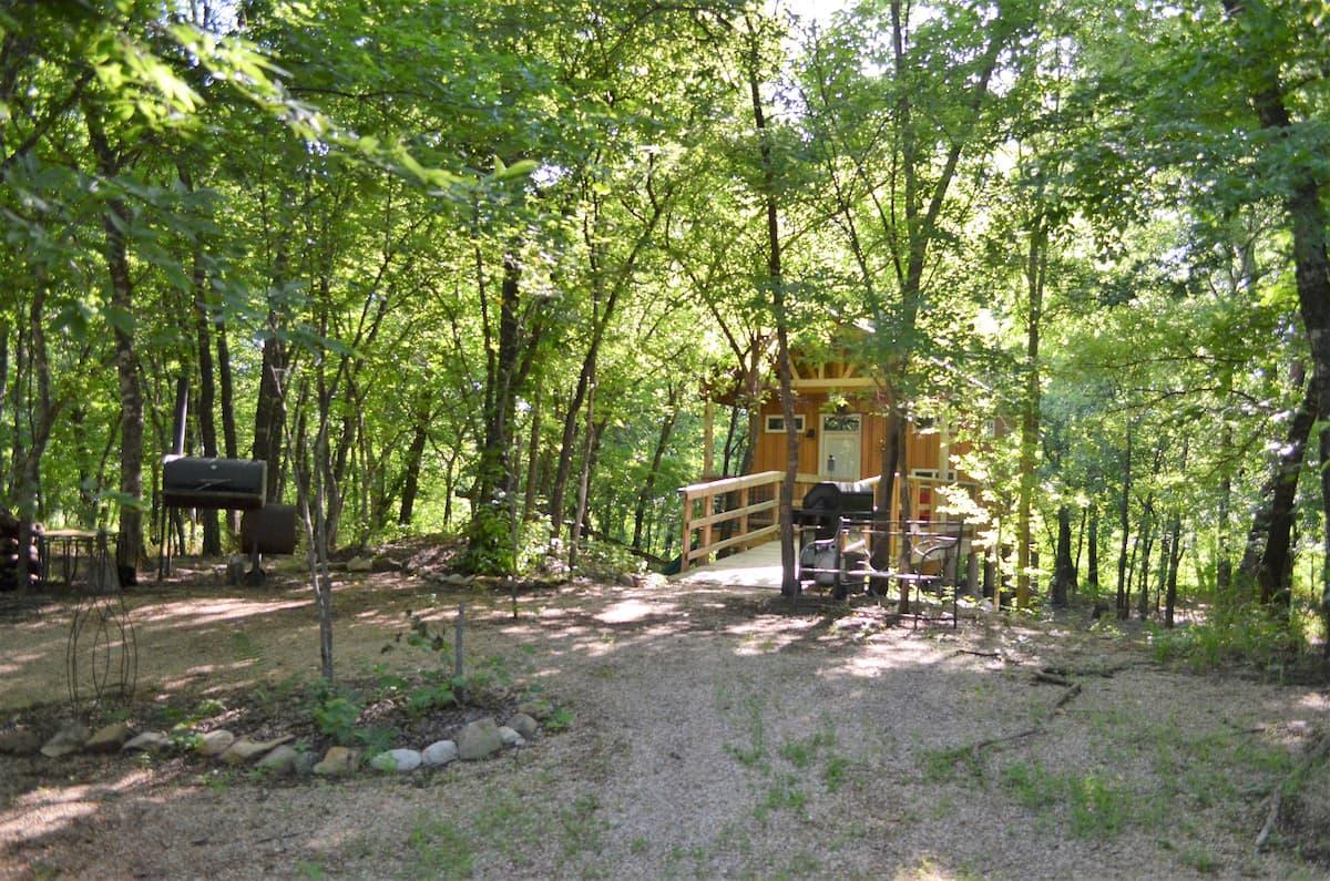Rock Creek Retreat — Lincoln Lodge Oklahoma Treehouse Glamping
