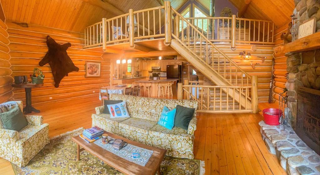Spoon Lake Getaway Treehouse Montana Rental