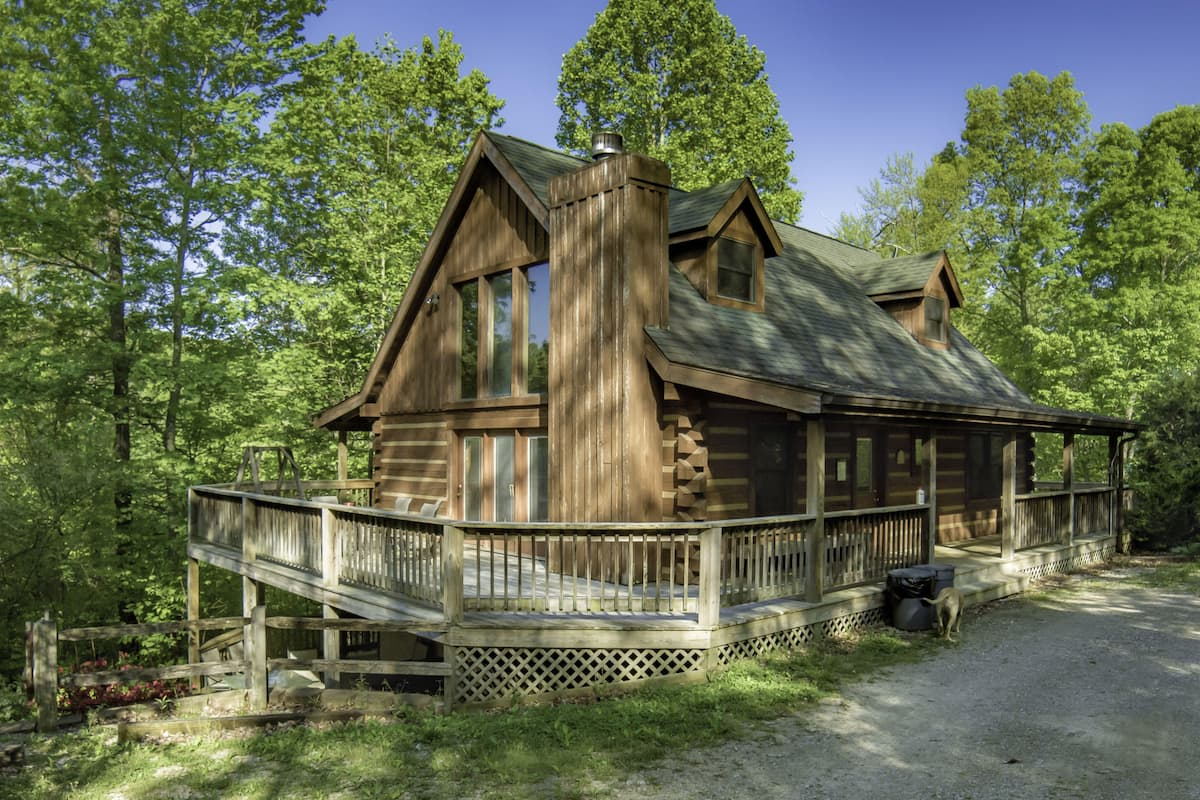 Sweet and Secluded Log Cabin Tree house with Outdoor Hot Tub