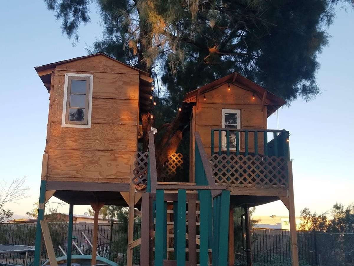 Tree house and Balcony Airbnb Rental