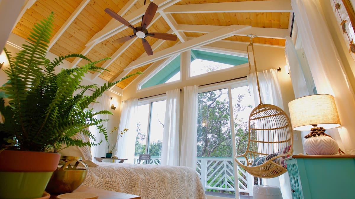 Romantic Airbnb Treehouse in the Hawaiian Rainforest