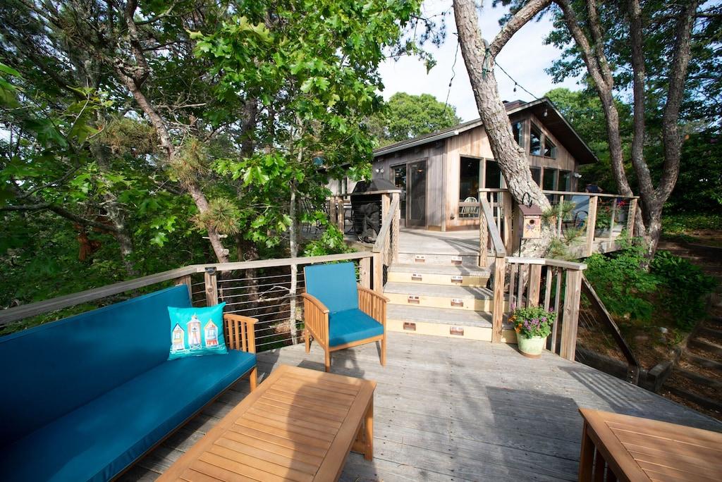 Modern Treehouse Rental in Truro Hills