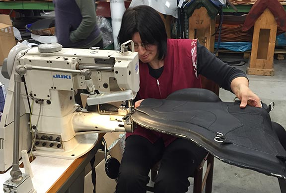 putting the binding on the Freeform Classic. this is not an easy job! We were very impressedSM