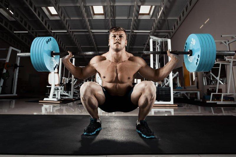 Musculation : faut-il s'entraîner avec ou sans chaussures ?