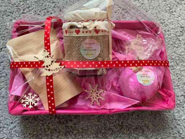 Relaxing Luxurious Rhubarb Gin Gift Set