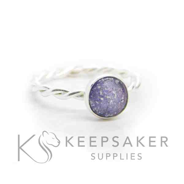 purple ashes twist ring, cremation ashes and orchid purple resin sparkle mix. Twisted band ring and 8mm round cabochon