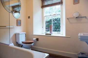 Coombe Villa Bathroom