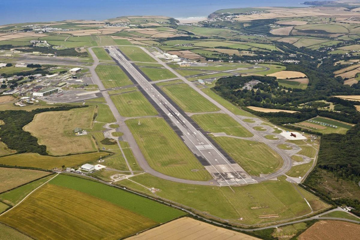 Cornwall Airport Newquay, The Airfield Runway