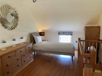 holly-cottage-bed-1