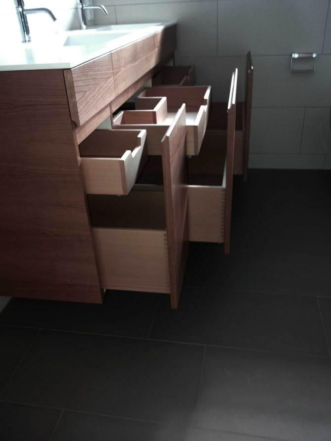 Badezimmerschrank mit Schubladenelementen