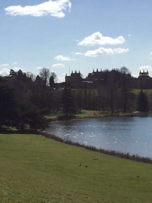 Blenheim Palace and the lake shimmering on a fantastic spring day