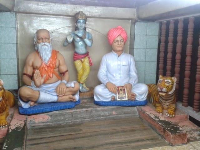 Maharaj statue Kaikadi maharaj math pandharpur