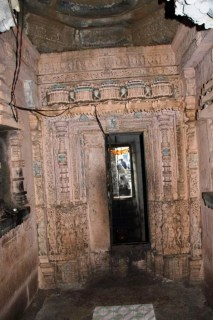 Amruteshwar Temple, interior pillar carvings