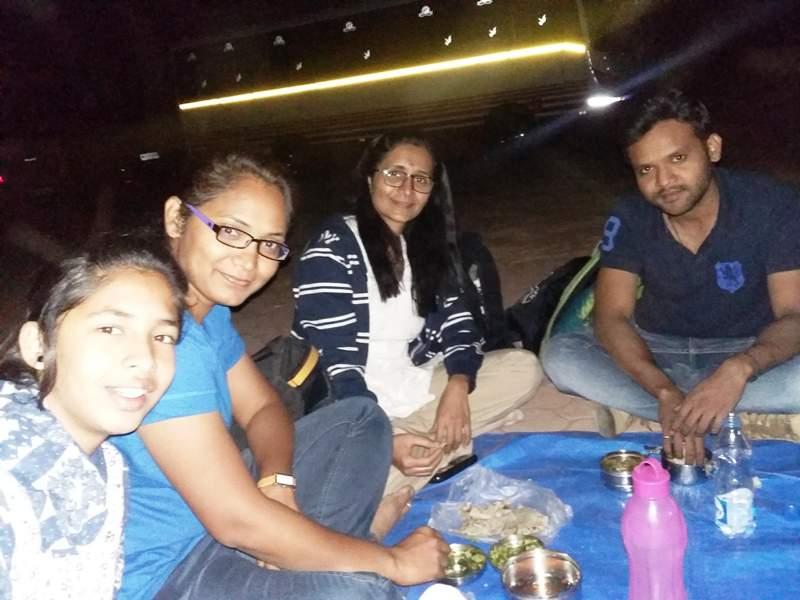 having dinner during sky gazing