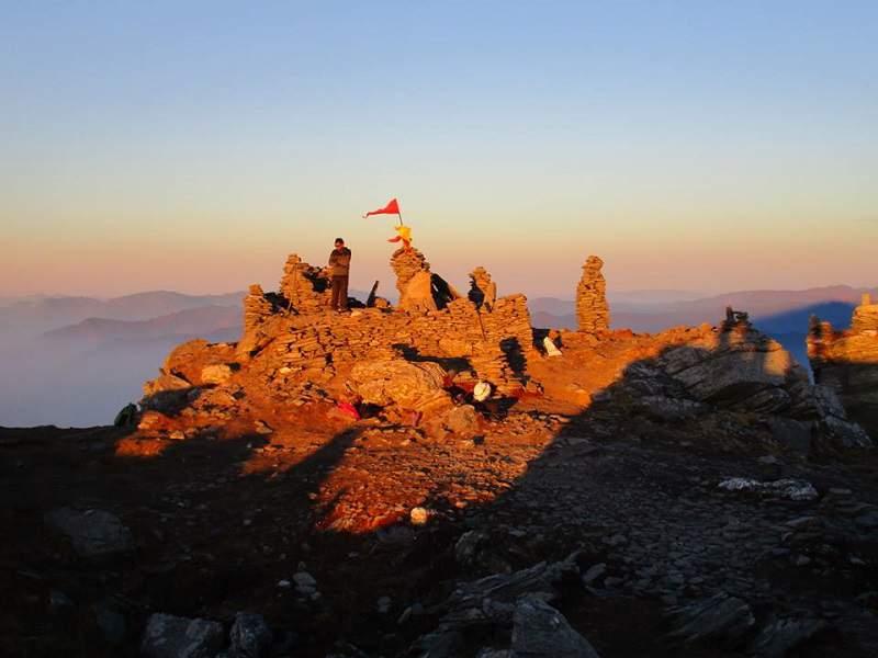 kk golden sun rays kedarnath summit