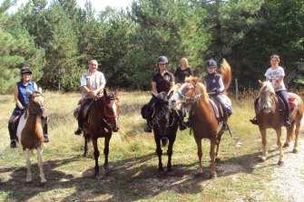 gruppo di cavalieri a norcia