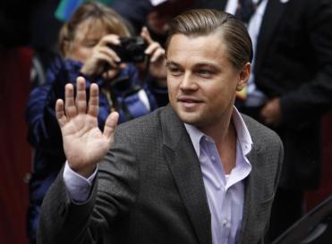 Leonardo saludando a la multitud
