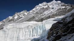 Pared de hielo se ve en el Mera Pico