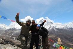 Sudip con turisticas en Everest