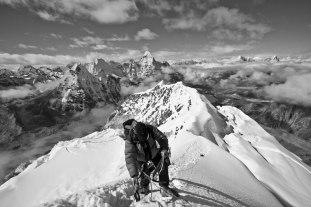 climbining-island-peak