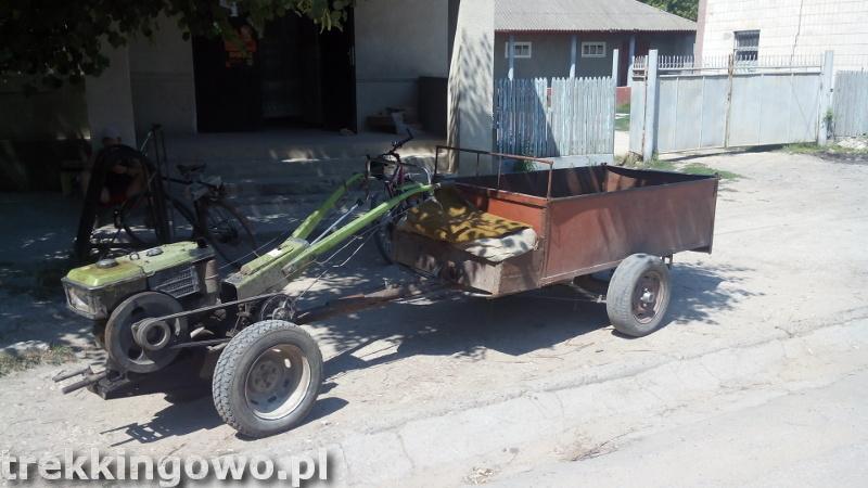 Mołdawia - Dzień 5 wehikuł pod sklepem trekkingowo