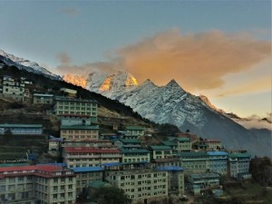 """Abendstimmung in Namche Bazar, der """"Hauptstadt der Sherpa"""""""
