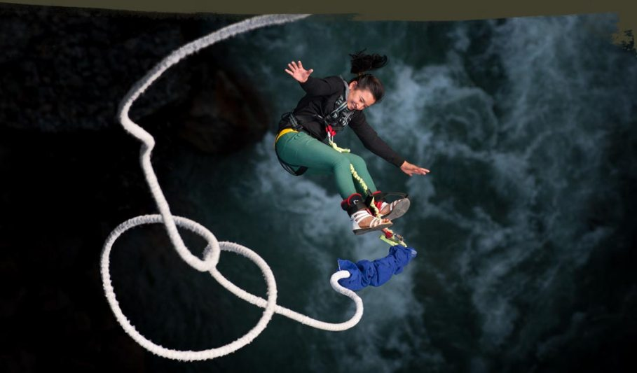 nepal-bungy-jump-girl-black-4