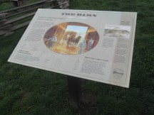 The area around the visitor center had signs and trails leading to spots of interest.