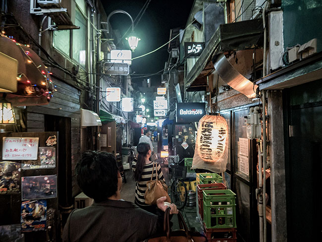 Searching for a Bar in Golden Gai (Big Ben in Japan / Flickr)