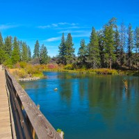 Hike along the Deschutes River
