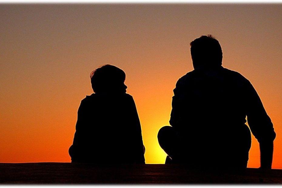 Siluetes d'un pare i un fill