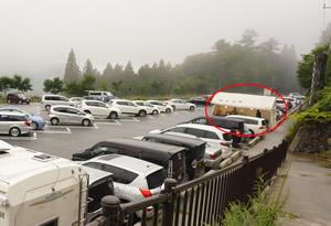 三峯神社駐車場お店