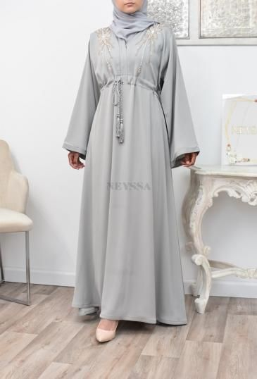 Abaya Dubaï gris perle perles brodées mains parfaite pour l'Aïd 2021.