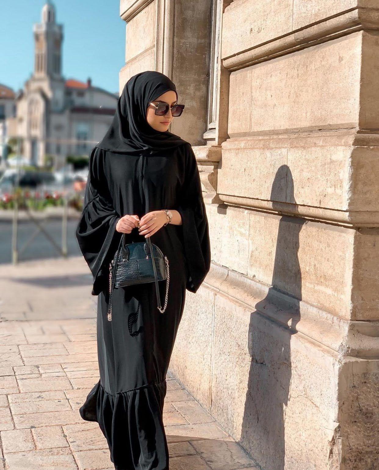 Latest Dubai Style Black Abayas That You Will Love