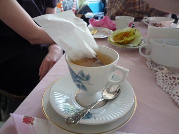 Zondag high tea in de Singer Sweatshop