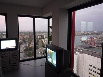 Opening 10 jaar TENT. / Opening Jeroen Jongeleen ergens op de 37ste verdieping van een hoog nieuw kersvers opgeleverd pand
