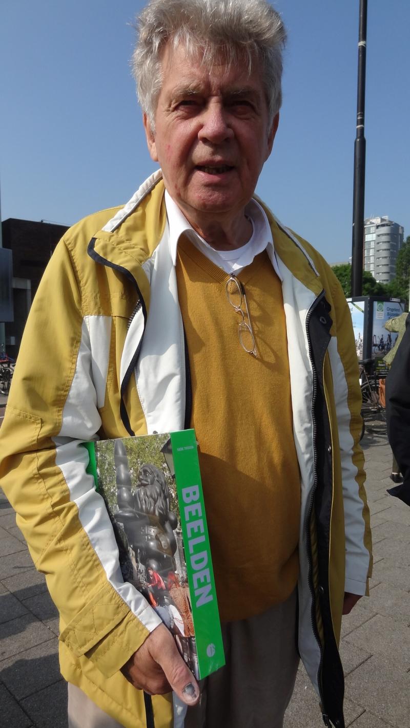 14 Hans Abelman, die in het verleden de stad vol zette met beeld heeft natuulijk ook een boek DSC00725