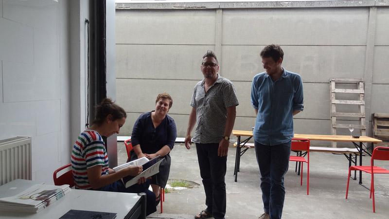 22 Wenzel, van de Geer net terug uit Istanboel met collegakunstenaar bezoekers Koen en xxxx DSC00977