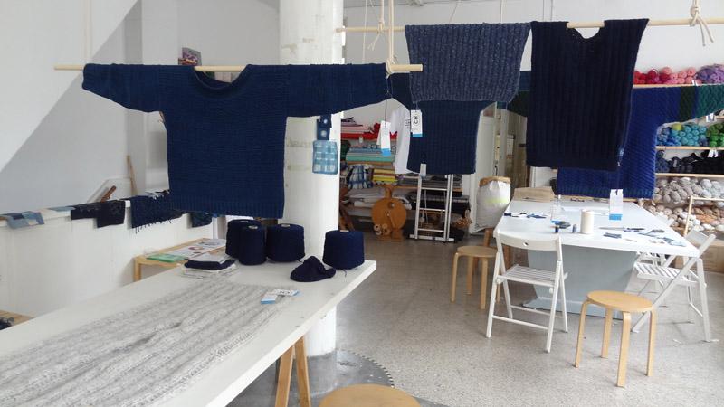 4 Visserstruien en de broek die een trui wilde zijn van Petra Laaper in het breiatelier van Maaike Gotschall DSC00905